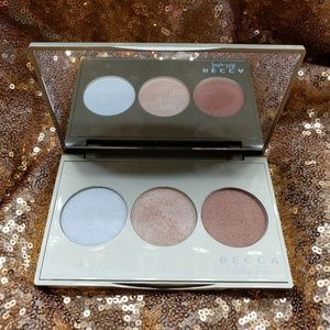 Becca jaclyn Hill Champagne Glow Highlight Palette
